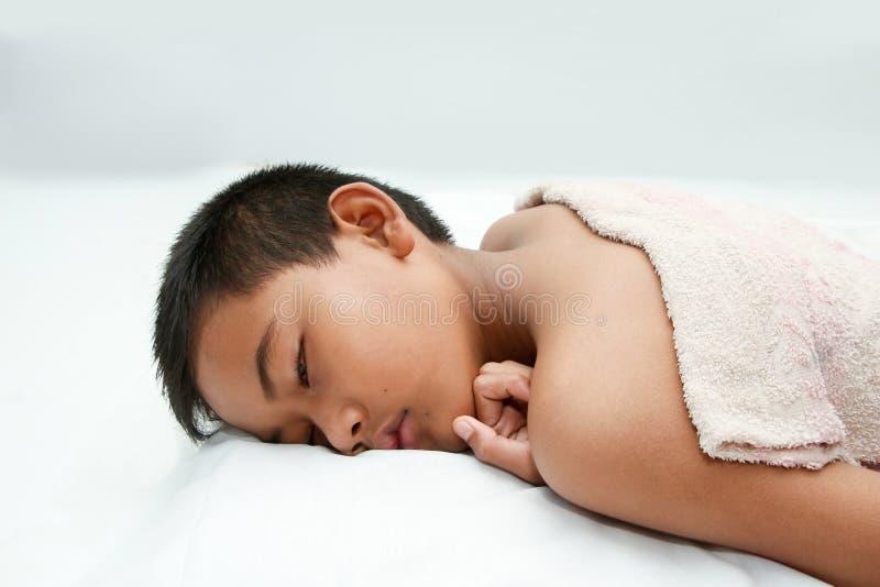 Chłopiec jest chorym febrą obrazy stock