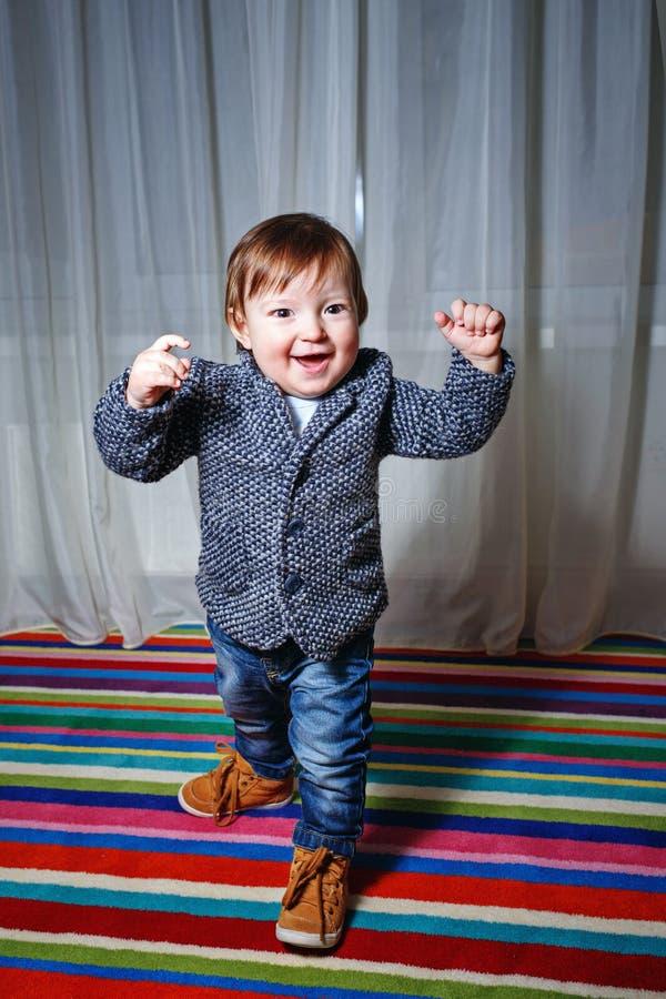 Chłopiec jest ubranym kurtkę fotografia royalty free