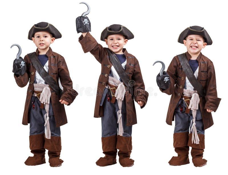 Chłopiec jest ubranym pirata kostium obrazy royalty free