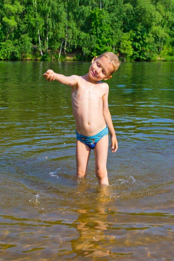 Chłopiec kąpać obrazy royalty free