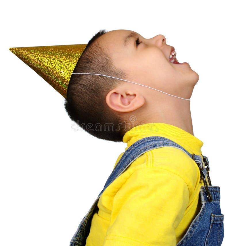 chłopiec kapeluszu roześmiany przyglądający przyjęcie przyglądający obraz stock