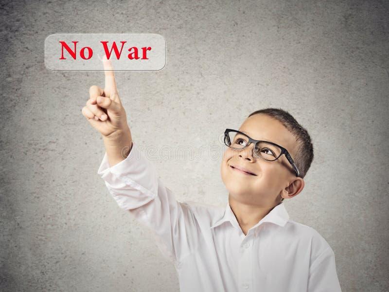 Chłopiec Klika dalej Żadny Wojennego guzika zdjęcia stock