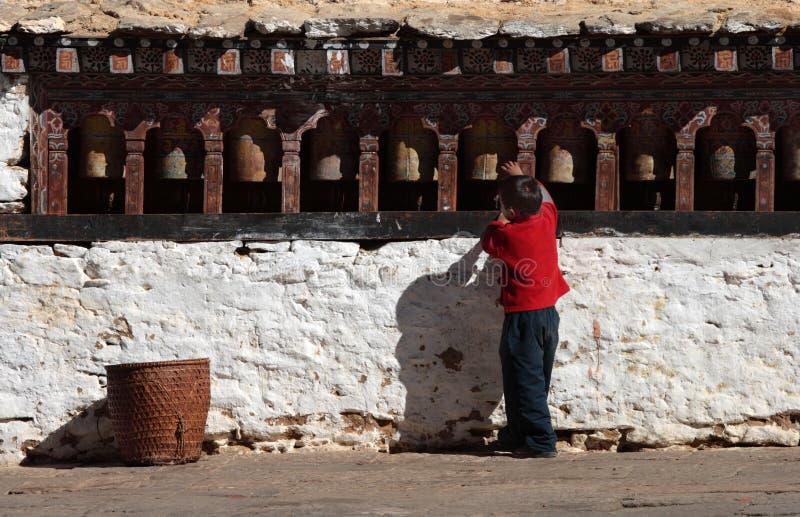 chłopiec koła mali modlitewni obracalni zdjęcia stock