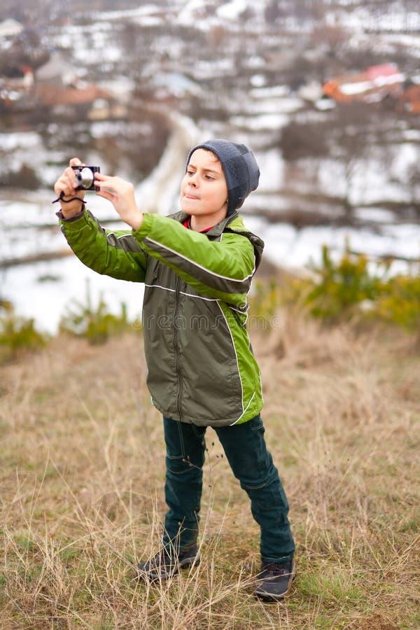 chłopiec mały plenerowy obrazków zabranie zdjęcia royalty free
