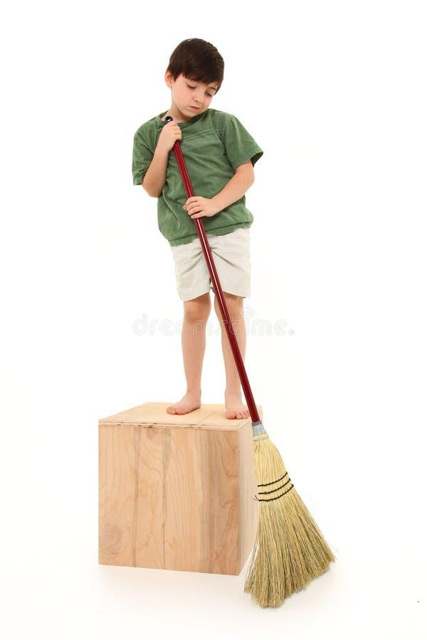 chłopiec miotła zdjęcie royalty free