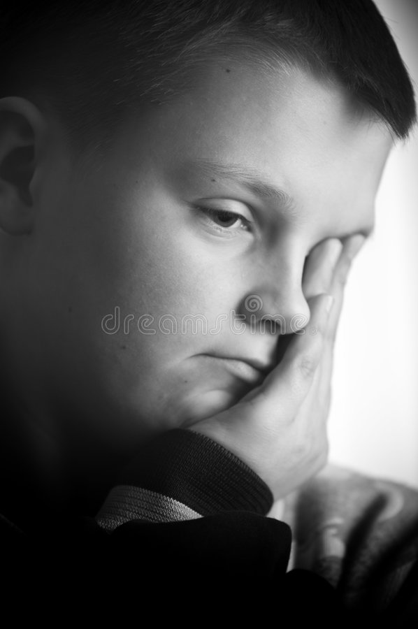 chłopiec nastoletni osamotniony smutny zdjęcia royalty free