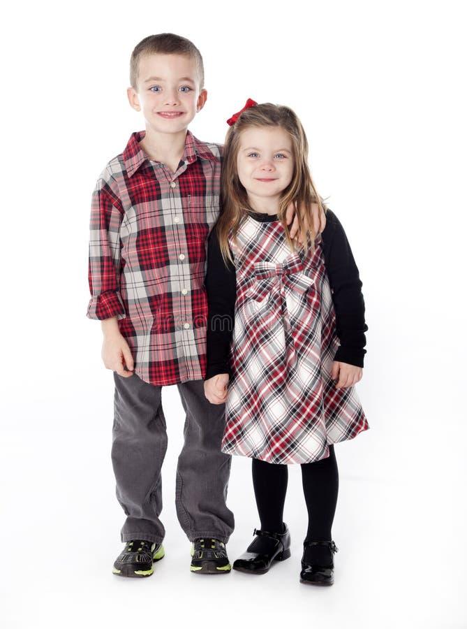 chłopiec obejmowania dziewczyny studio zdjęcia royalty free