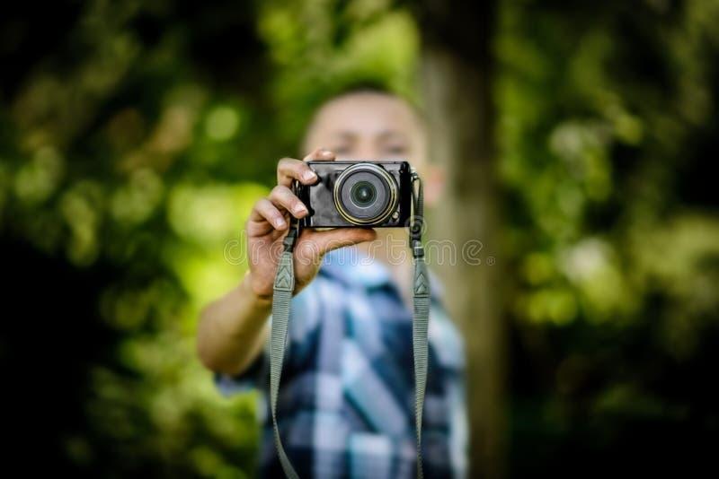Chłopiec Outdoors Trzyma Małą kamerę obraz stock