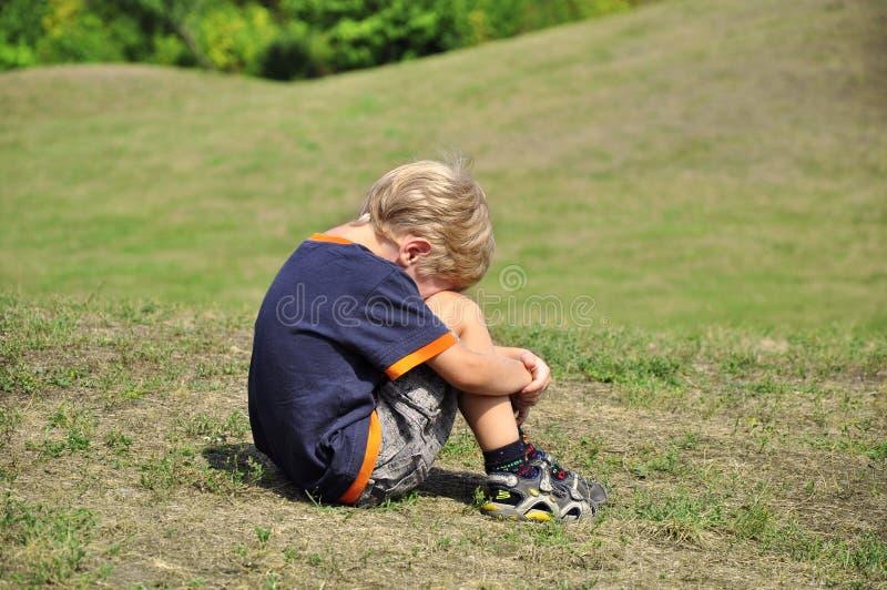 chłopiec płaczu potomstwa