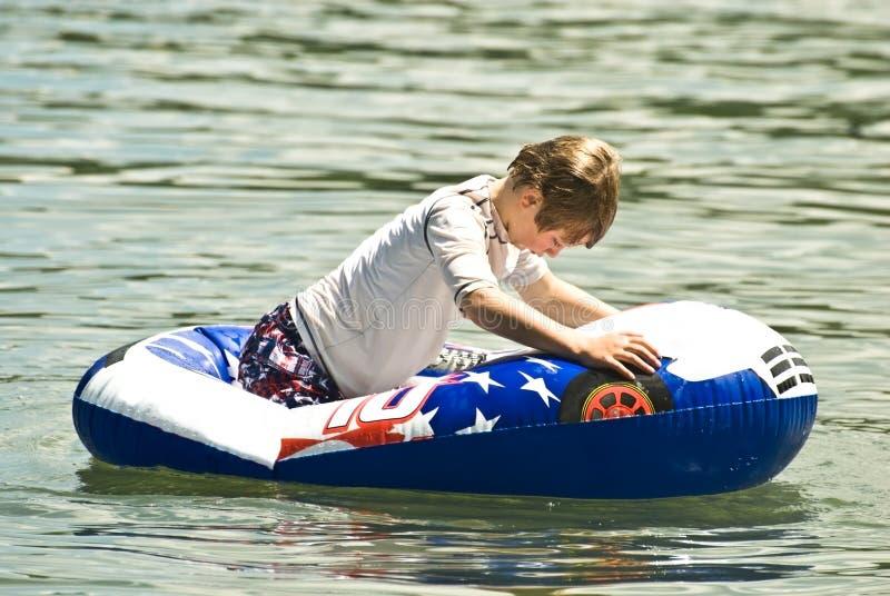 chłopiec pławika woda fotografia stock