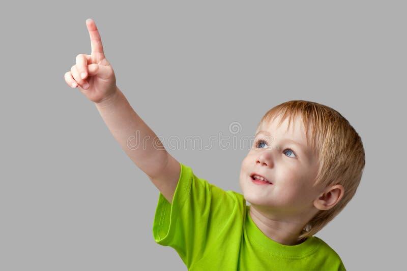 chłopiec palec jego wskazuje oddolnego zdjęcie royalty free