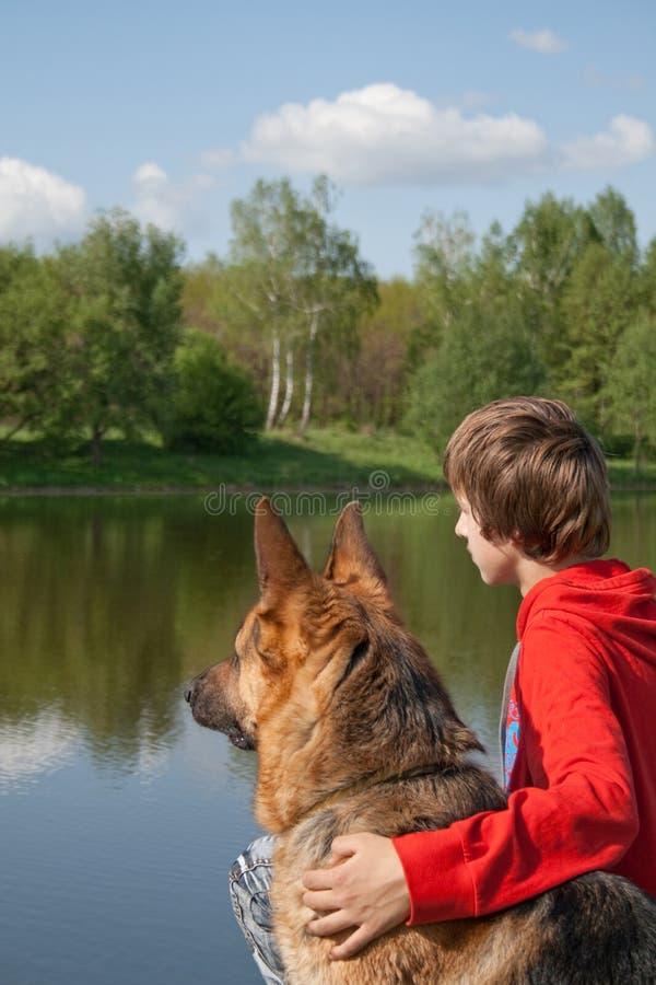 chłopiec pies zdjęcie royalty free