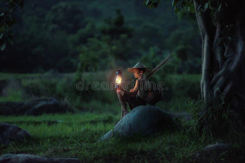 Chłopiec połów z lampionem zdjęcie royalty free
