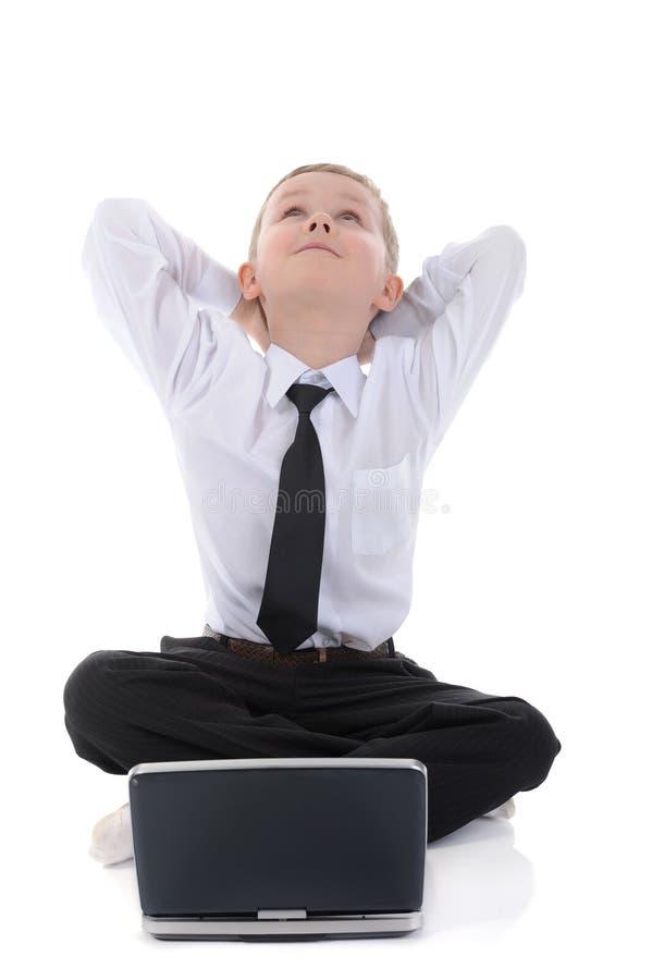 chłopiec podłogowy laptopu obsiadanie obraz stock