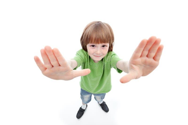 Chłopiec pokazuje jego palmy obramia widok fotografia royalty free