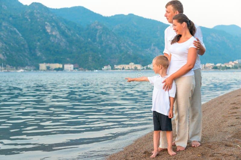 Chłopiec pokazuje przy morzem fotografia royalty free