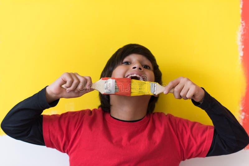 chłopiec postać z kreskówki śmieszny malarz zdjęcia stock