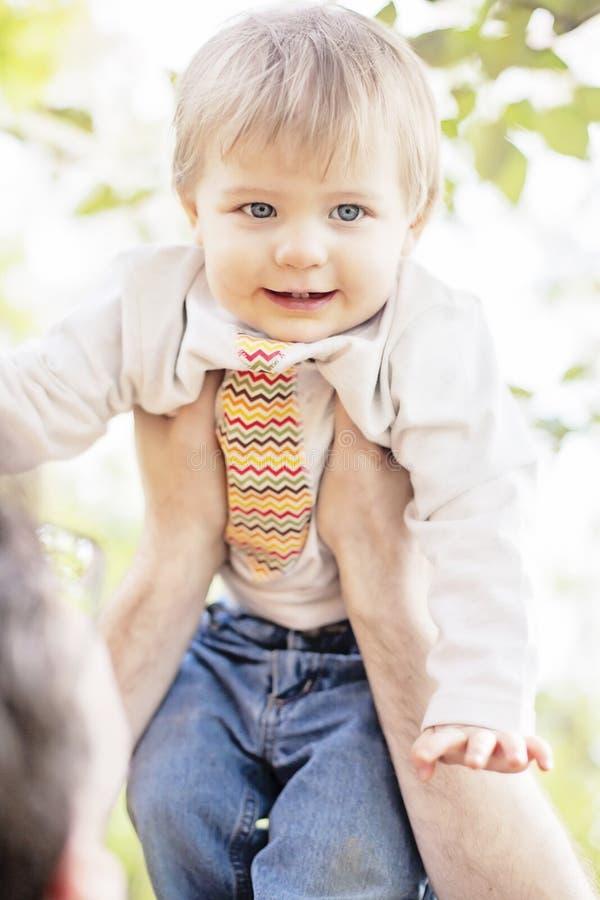 chłopiec powozik chmurnieje illusytration słońce zdjęcie royalty free