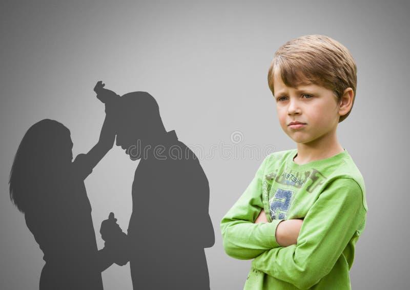 Chłopiec przeciw popielatemu tłu z rękami krzyżował zaniepokojonego i wychowywa dyskutować brutalnie ilustracji