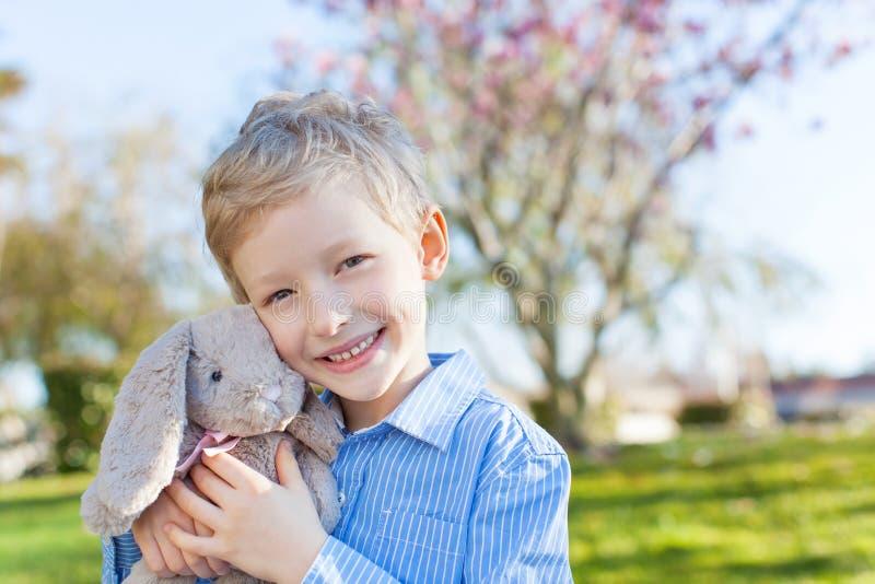 Chłopiec przy Easter czasem zdjęcia stock