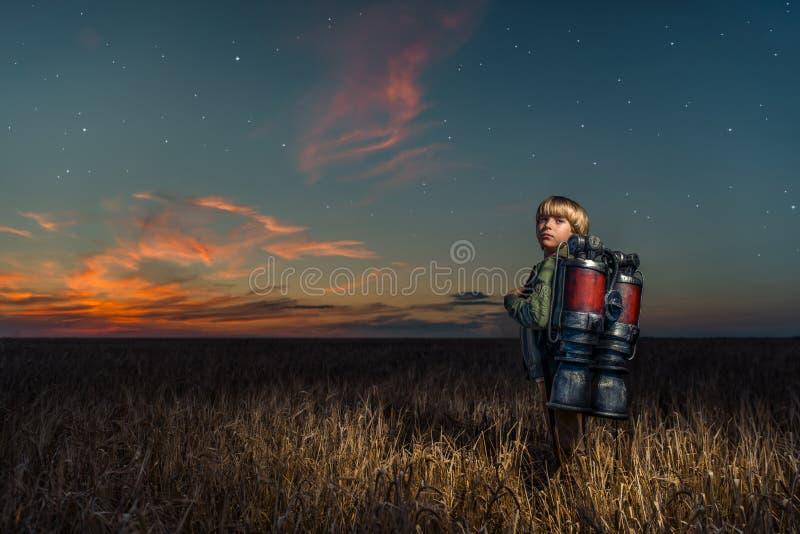 Chłopiec przy nocą zdjęcia royalty free