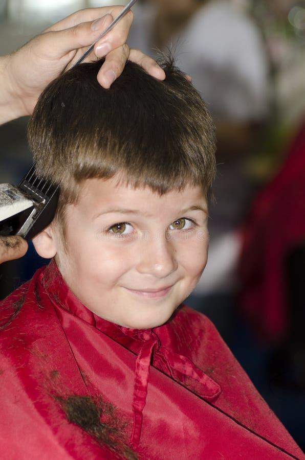 Chłopiec przy włosianym dresser obraz royalty free