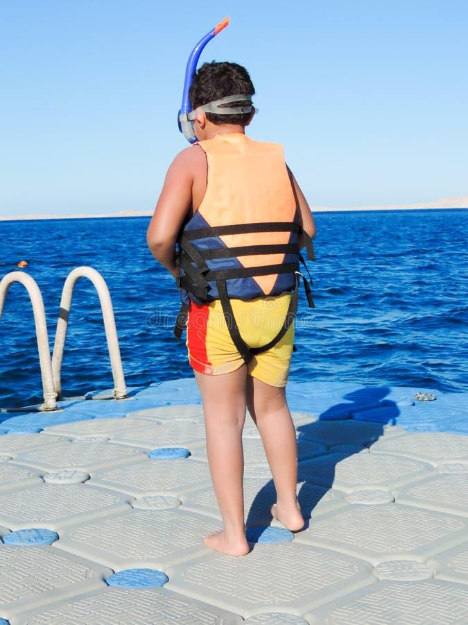Chłopiec przygotowywająca pływać zdjęcia stock