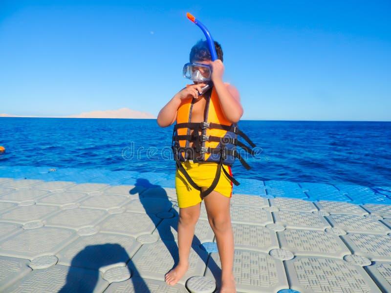 Chłopiec przygotowywająca pływać obrazy stock