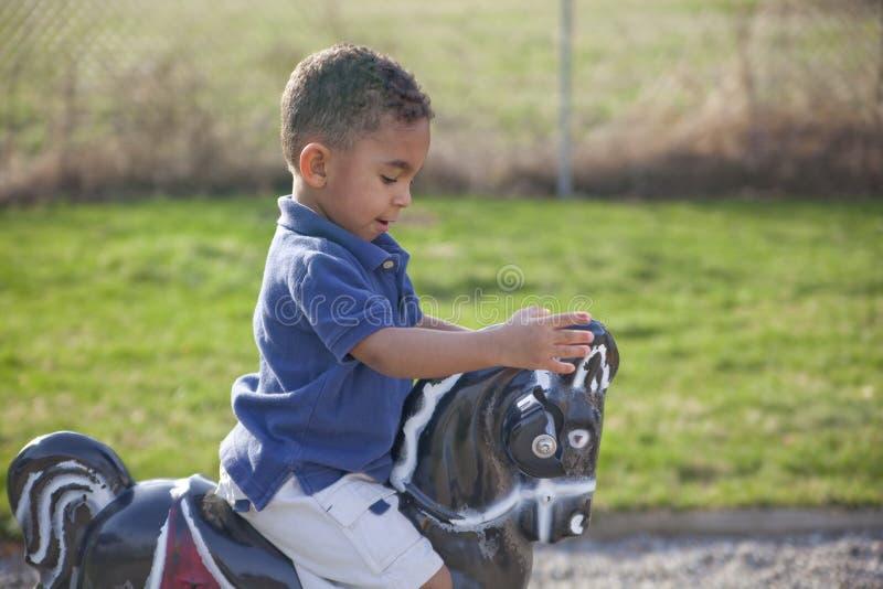 chłopiec rasowy wielo- parkowy zdjęcie royalty free