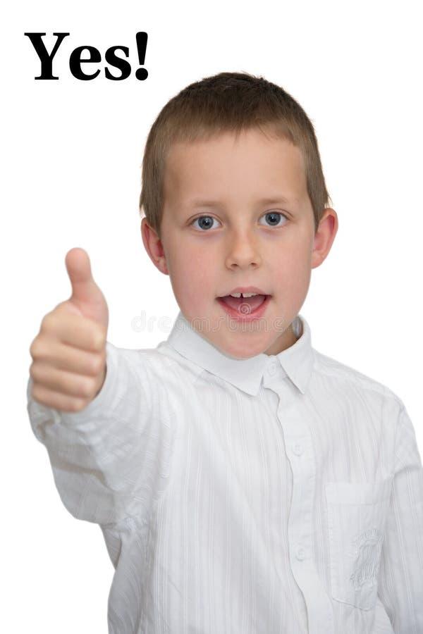 chłopiec robić gesta uśmiechnięty kciuk uśmiechnięty well tak zdjęcia stock