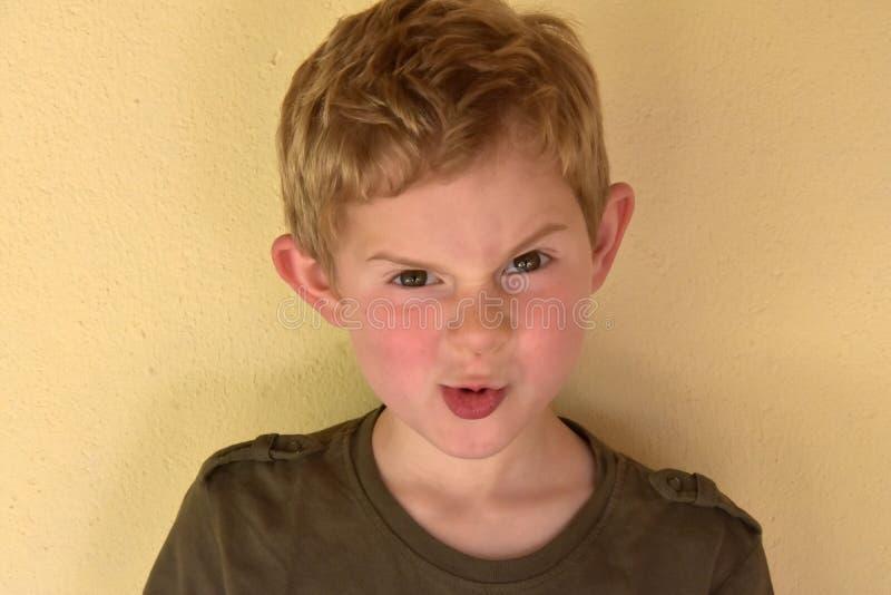 Chłopiec robi twarzom fotografia royalty free