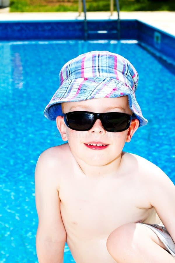 chłopiec słońce kremowy mały oliwiący oliwić obraz royalty free