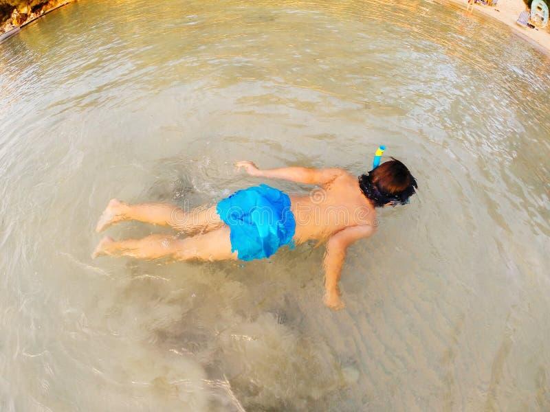 Chłopiec snorkeling obraz royalty free