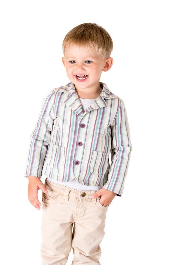 Chłopiec strzelał w studiu na biały tła śmiać się obraz stock