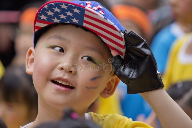 Chłopiec szczęśliwy uśmiech zdjęcie stock