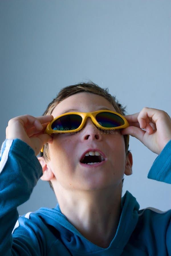 Chłopiec Target251_0_ Patrzeć Obrazy Stock