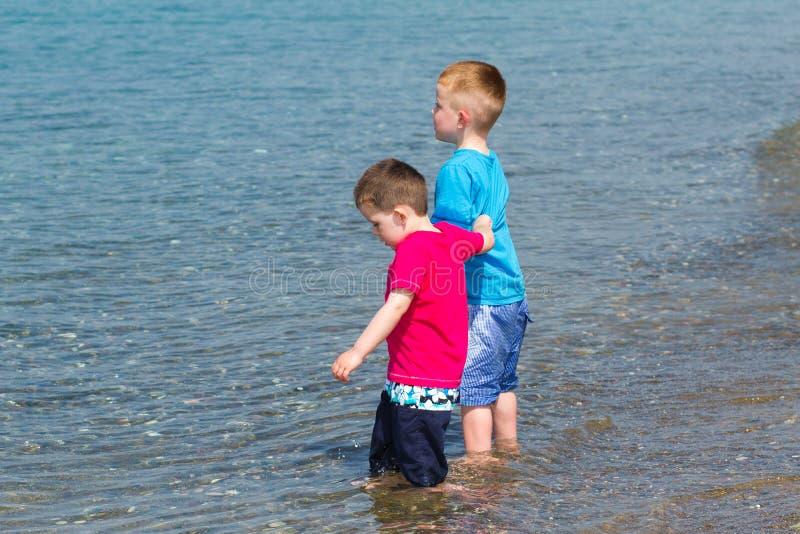 chłopiec target2934_0_ trochę jego wakacje zdjęcia royalty free