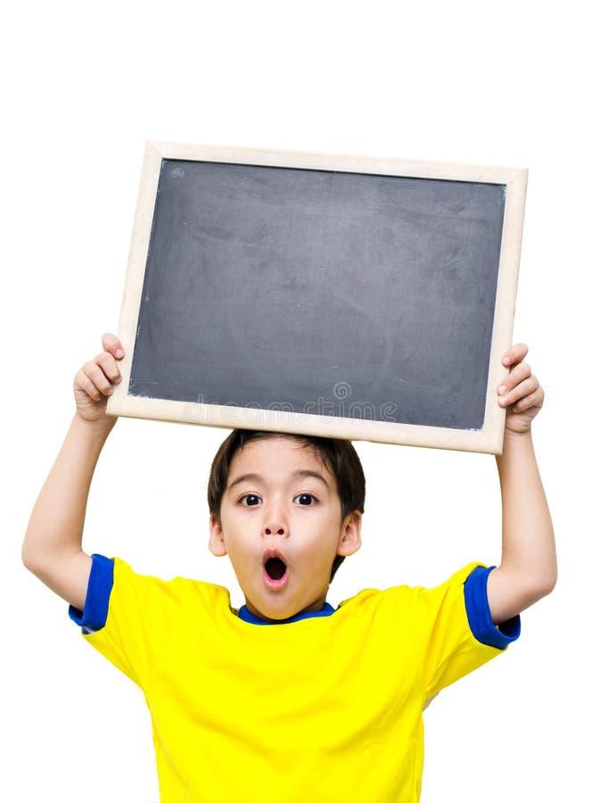 Chłopiec trzyma blackboard zdjęcie stock