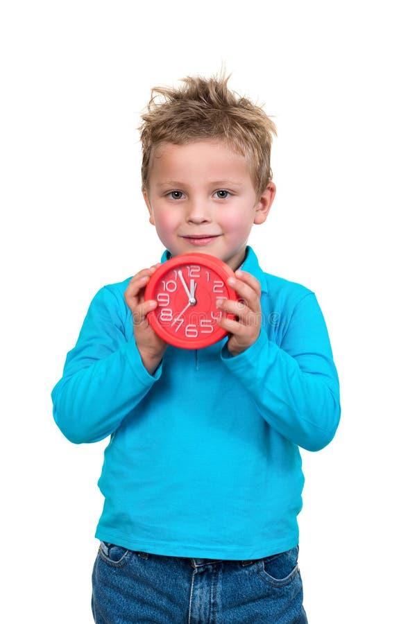 Chłopiec trzyma dużego zegar, odosobniony nadmierny biel zdjęcie royalty free