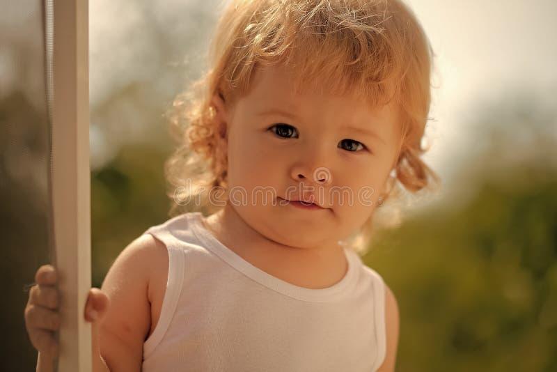 Chłopiec w świetle słonecznym obraz royalty free