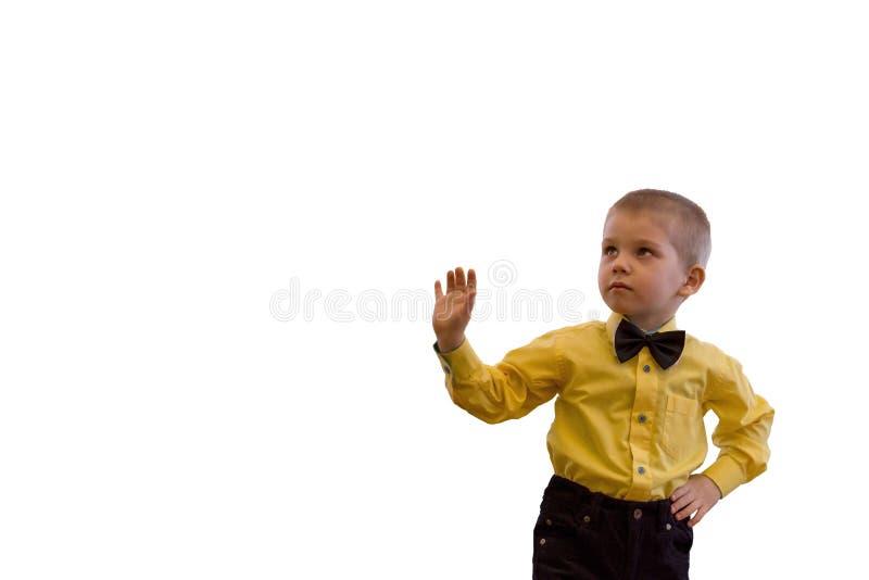 Chłopiec w koszula odizolowywających żółtym krawacie i obrazy royalty free