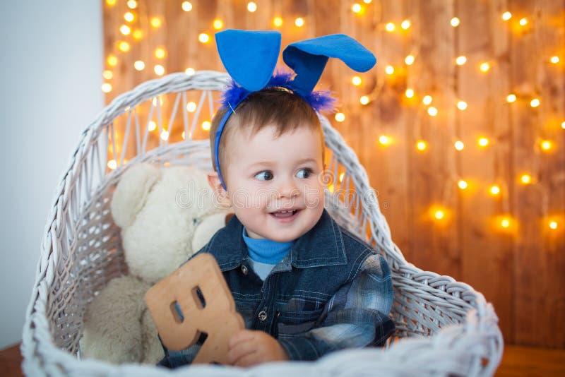Chłopiec w królików ucho zdjęcia royalty free