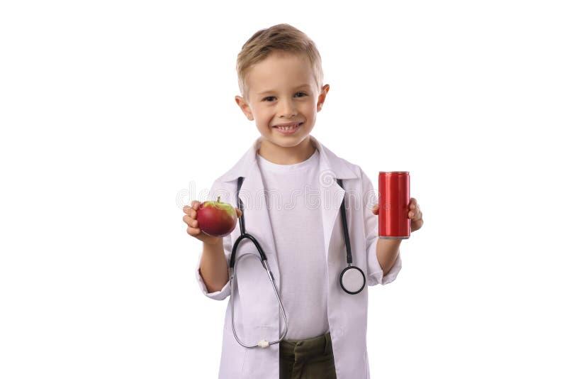 Chłopiec w medycznym mundurze odizolowywającym na bielu zdjęcia stock