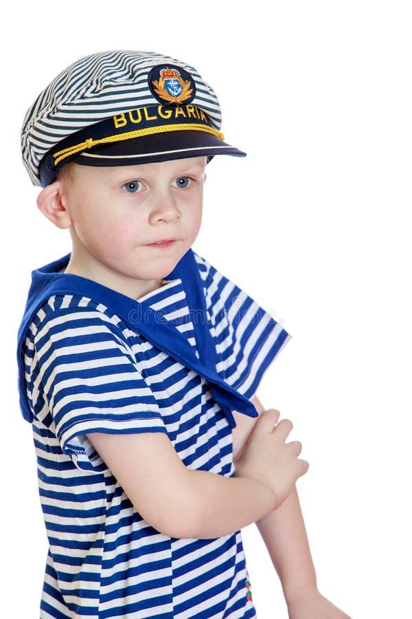 Chłopiec w paskował ubrania żeglarz obrazy stock