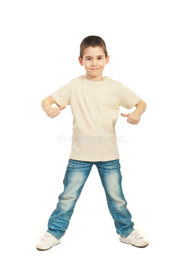 Chłopiec w pustej beżowej koszulce obraz royalty free