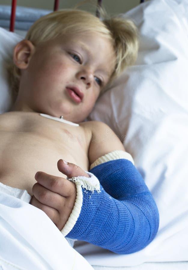 Chłopiec w szpitalu zdjęcie stock