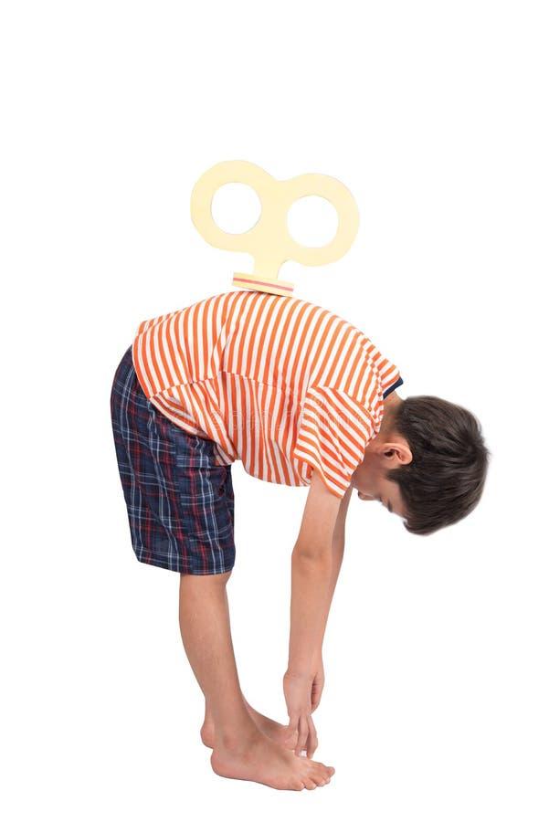 Chłopiec wiith meandruje up na jego plecy ładować enegy z ścinek ścieżką zdjęcia stock