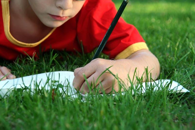 chłopiec writing zdjęcia royalty free
