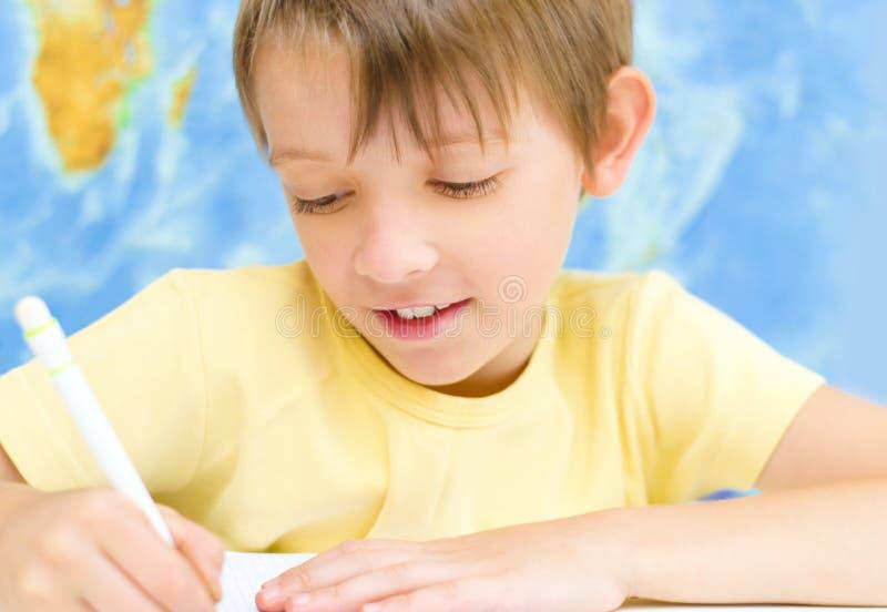 Chłopiec writing zdjęcie royalty free