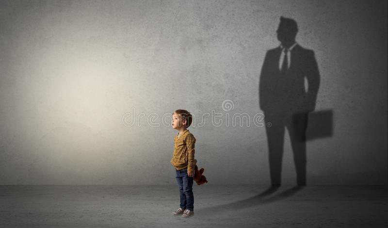 Chłopiec z biznesmena cieniem obraz stock